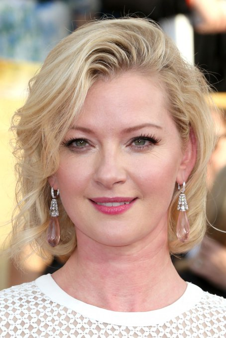 Happy birthday to the gorgeous MILF Gretchen Mol! She really needs to be celebrated more!