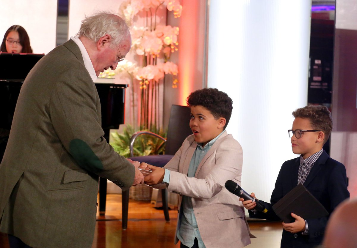 Sir @PhilipPullman CBE has accepted the 2019 Action for Children's Arts J M Barrie Award: bit.ly/2qCmu0Q