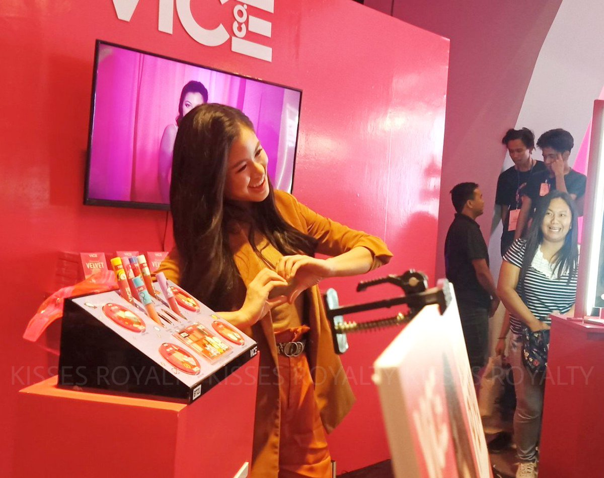 Stunning actress, Kisses Delavin gamely poses at @vicecosmeticsph's pop-up shop at the Podium for #MEGABeautyCon2019!  KISSES SaMEGAndaViceCo #KissesDelavin<br>http://pic.twitter.com/UV3SRtzVXE
