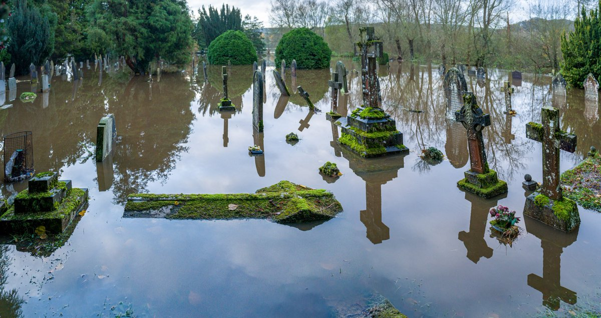 In pictures: Derbyshire churchyard and businesses flooded bbc.in/2qvBSMO