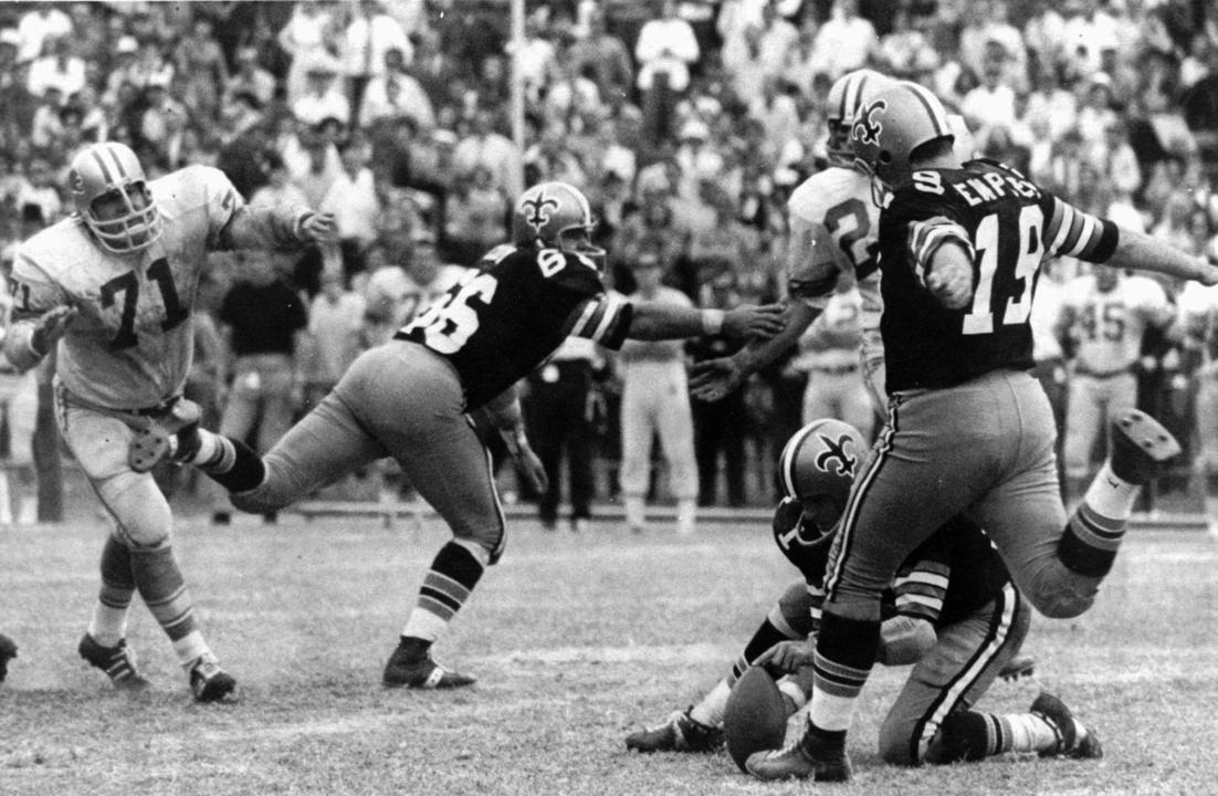 Tom Dempsey, who overcame disability to set NFL kicking record, dies of coronavirus