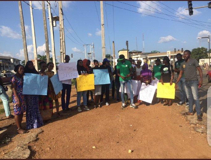 DAY 25 Strike to #SaveCongoRainForest WEEK 45 #climatestrike #FridaysForFuture I joined the climate activists in Nigeria like @the_ecofeminist @Greenpeace @GretaThunberg @Jamie_Margolin @europeangreens @350