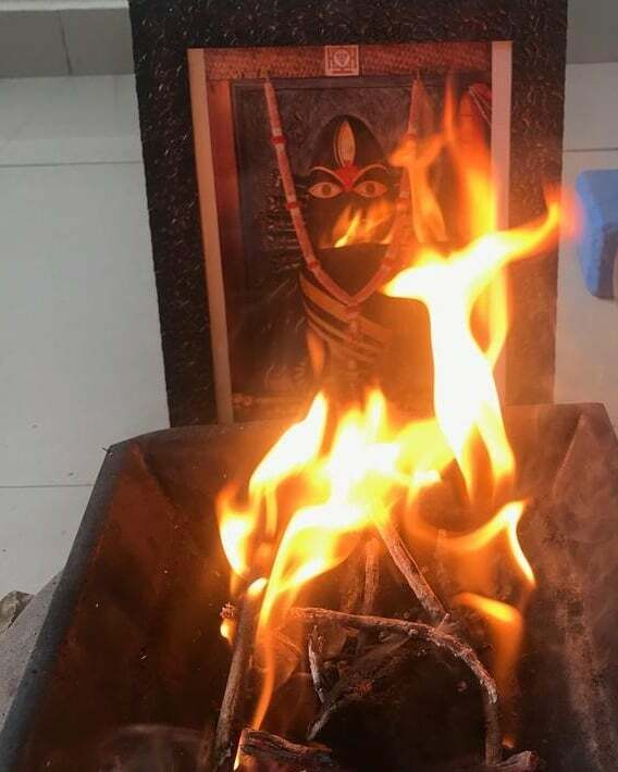 Some high energetic days Havan or #fireceremony is essential.  This is specifically done to cleanse the energy of the house and clear our aura.  #havan  #ronakgajjar  #fireceremony  #tantra  #lingabhairavi  #shakti