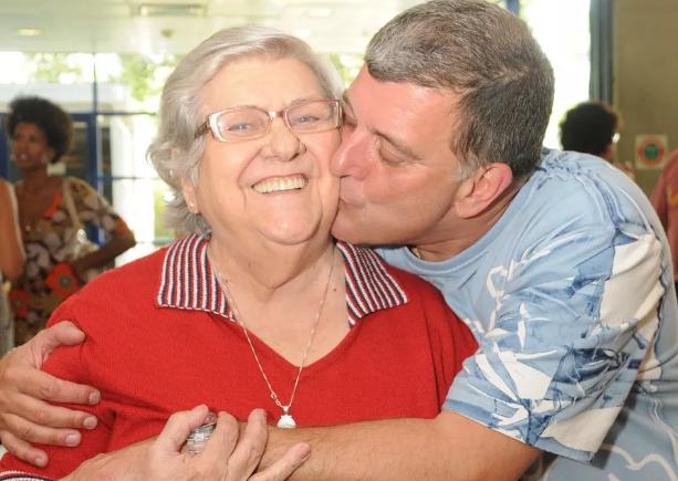 VÍDEO: Mãe de Jorge Fernando usa rede social do diretor e deseja 'bom dia' aos fãs 😍 ==> https://glo.bo/32tIp7V #G1
