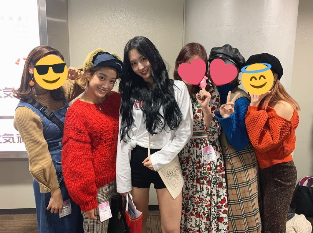 Hana brought her dance crew to go see Momo at Twicelights in Osaka and they all wished her a happy birthday 🥺🎂 #HappyMOMOday #DancingMachineMomo #OurLovelyMomoDay