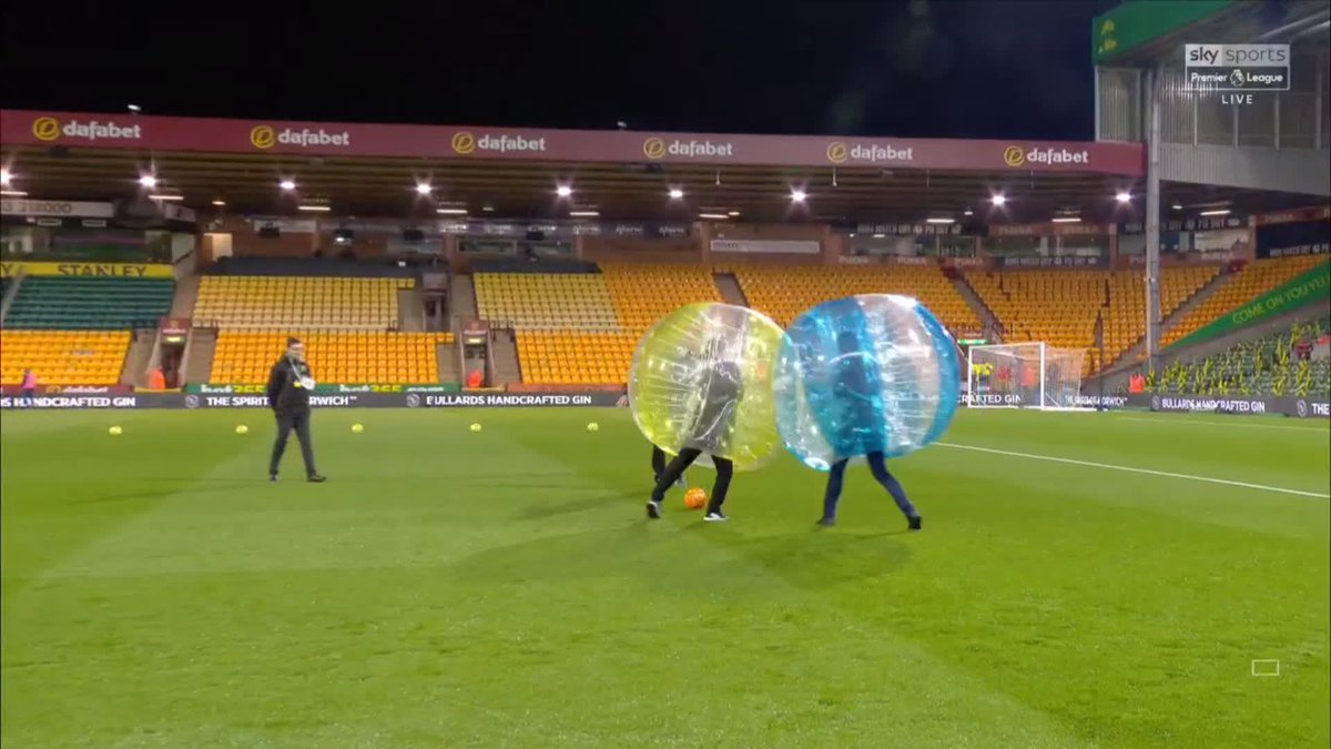 📜 Things you did not expect to see this week: 1) Jamie Carragher and Gary Neville playing zorb football at Carrow Road...🤔🤷♂️ 💪 The full-blooded challenges 🍟 Nevilles chip 🔎 Carraghers analysis after Brilliant 🤣 #NorWat