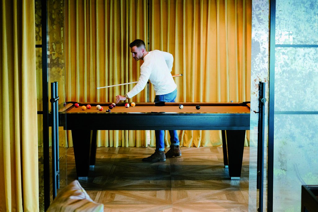 Take a break and grab some ultimate Friday vibes in the game rooms located in #OneWorldCommons. Which do you prefer, pool or shuffleboard?