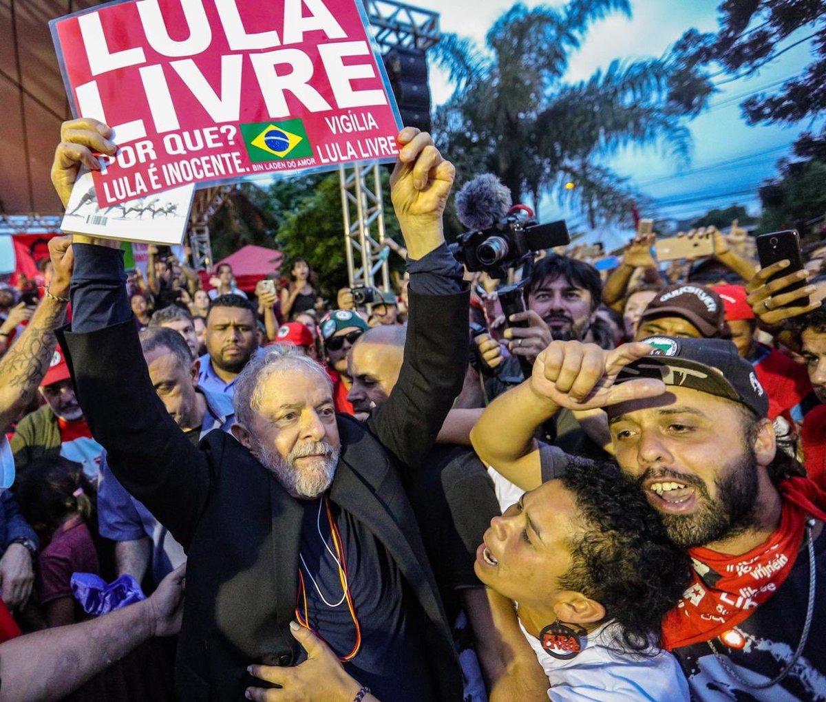 ¡Fraternal y cariñoso abrazo a Lula! Abracémonos y congratulémonos todos por la excarcelación de nuestro compañero y amigo. Un triunfo de la legalidad, justicia y el derecho. Que sea este un paso para que no vuelva a darse la arbitrariedad en la administración de la justicia.