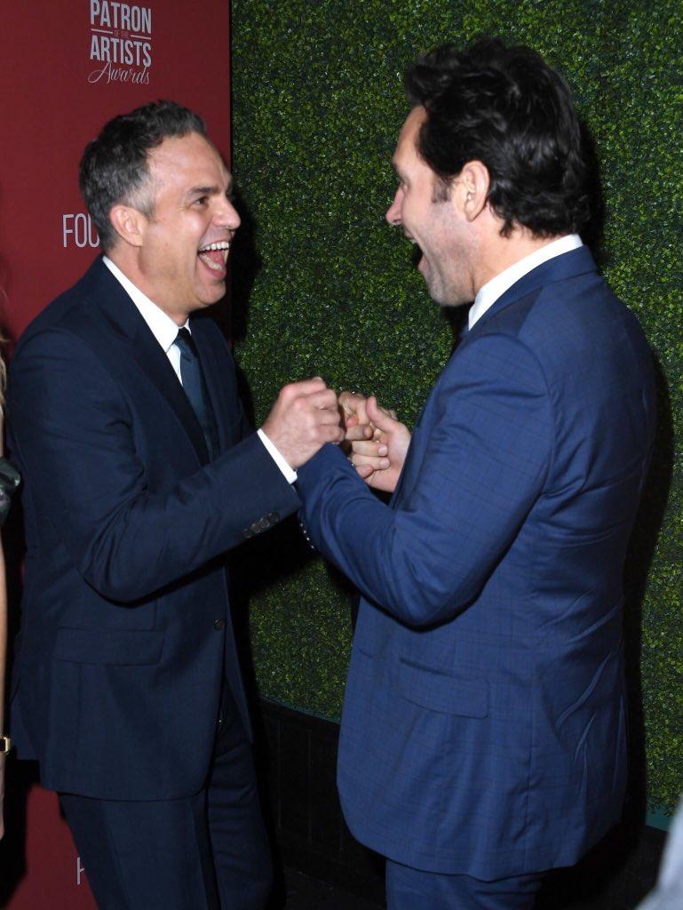 Amizade perfeita! Paul Rudd e Mark Ruffalo no Patron of the Arts Artists Awards 2019.  <br>http://pic.twitter.com/szJbyNZx7X