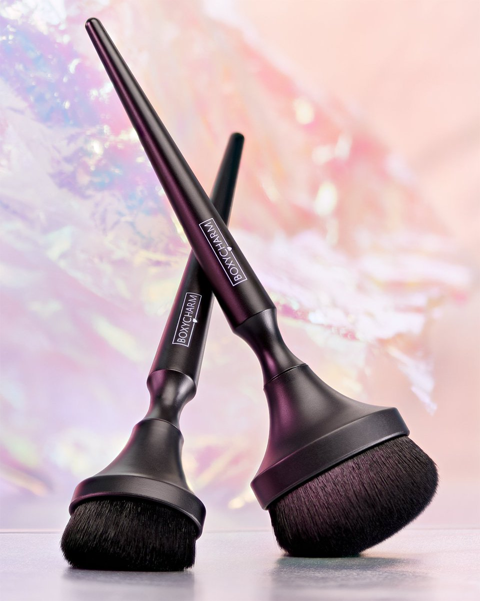 This BoxyCharm exclusive two-Piece Brush Set is perfect for foundation, contouring, blush, even for applying body products such as bronzer and shimmer! 🖤