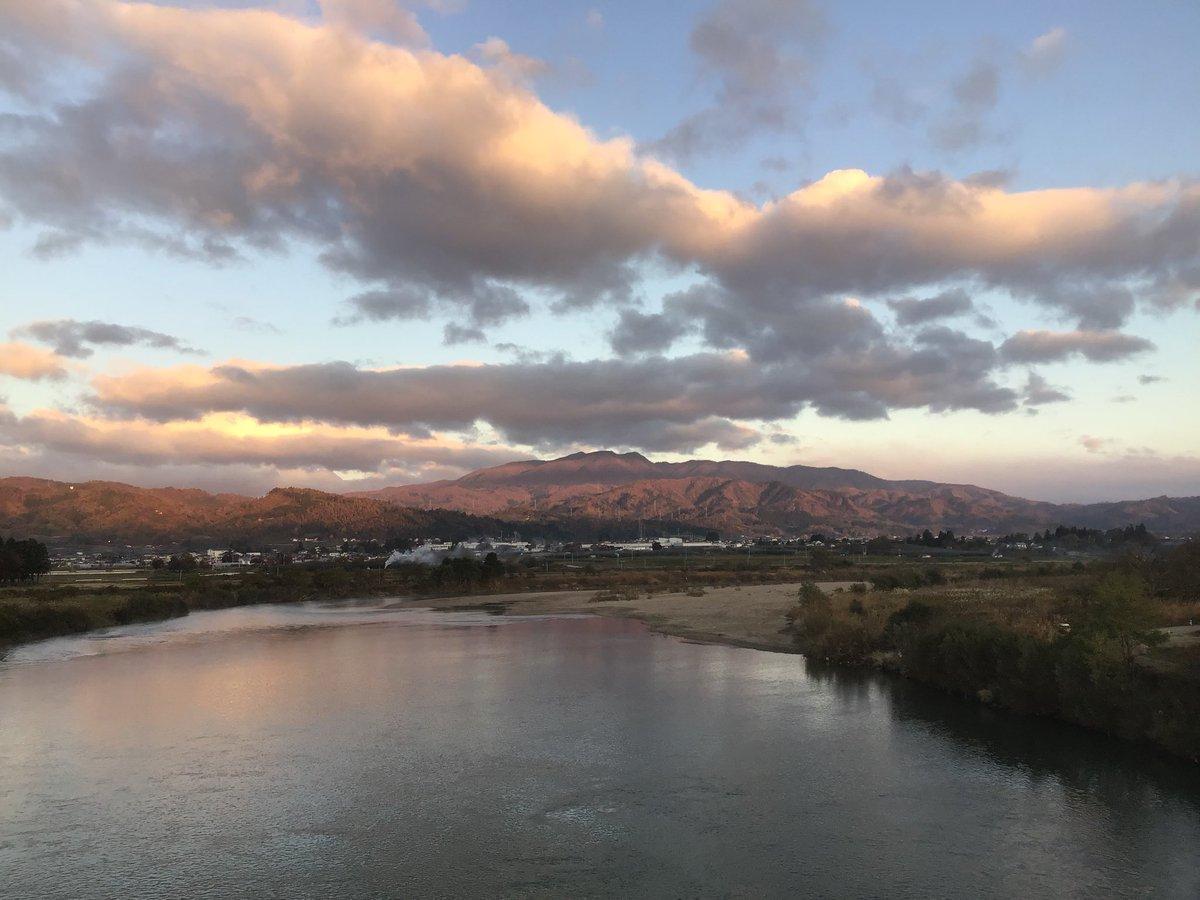 おはようございます😃 良く晴れて、きんと冷え込んだ河北です。 今日で山形ともお別れです。名残惜しいですが、温泉につかり朝ごはんを食べ、旅に出ます。 #山形県 #河北町 #海老鶴温泉 #最上川 #葉山 #遊牧舎銕仙