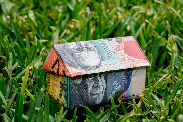 Who sets house prices? How do you get an exact idea of a property's value? Click link - http://ow.ly/zFS130pMxei  #buyersadvocate #buyersagent #realestate #melbourne #melbre #buyermarketing #houseprices #valuation #propertyvaluation