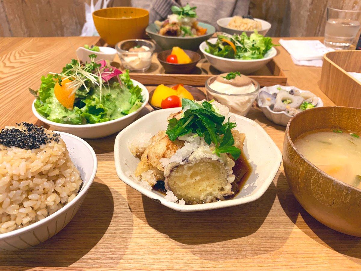 大手町ランチ♡  東京にはここにしかないお店  『実身美/サンミ』  ・日替り健康ごはん 健康と美容によい玄米と旬の食材を取り入れた玄米定食♡  ・化学調味料✖︎  ・有機、無農薬の野菜◉  落ち着いた店内で美味しいご飯が堪能できるお店♡  #実身美 #サンミ #美容 #健康 #食欲の秋 #東京 #大手町pic.twitter.com/KV4fNxHBEs