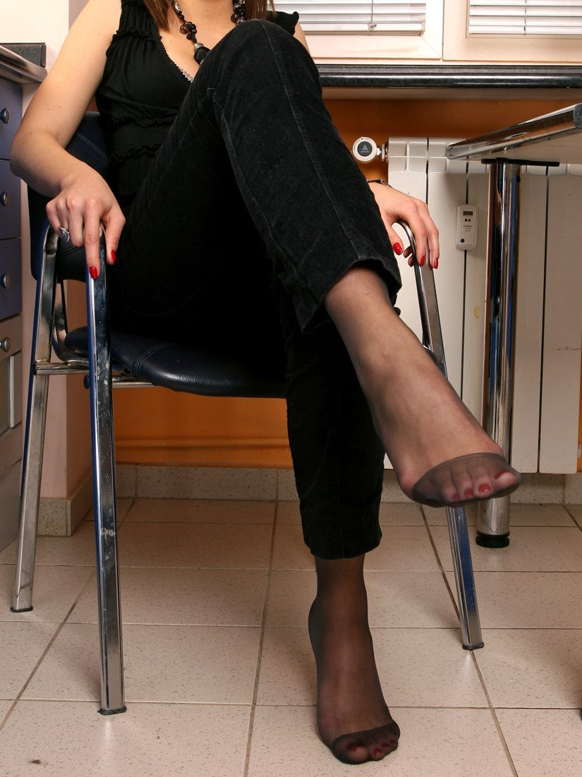 Hot office babe strips for cock in foot fetish xxx