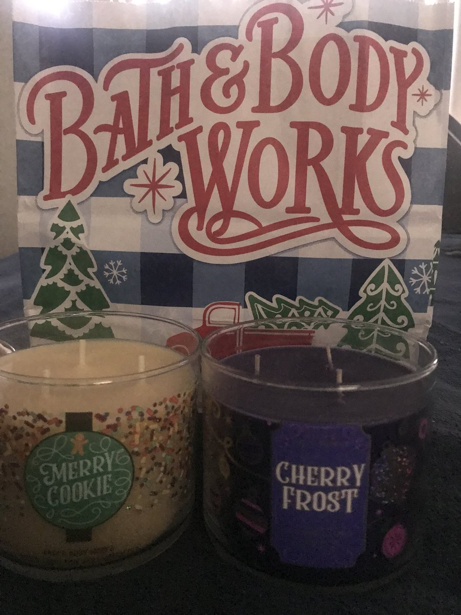 3-wick candles 🕯10% off sale🛍 @bathbodyworks   Merry Cookie 🎄🍪 Cherry Frost 🍒❄️ Smell like so freshly amazing. I loves scented candles!!😍😍 #Friday #Sale #CandleLover #candles #bathandbodyworks #EarlyChristmas https://t.co/vpveS0g9bd