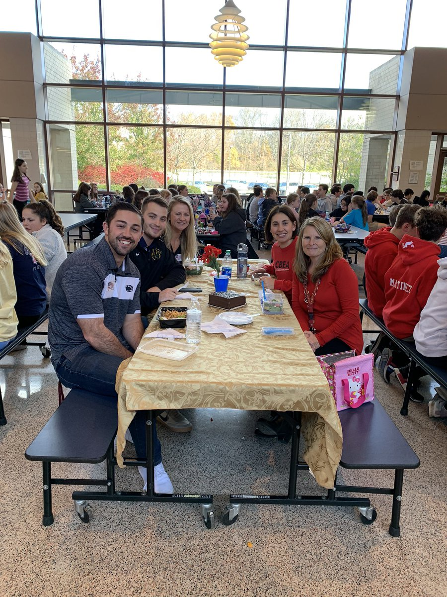 Lunch bunch eating in style today! @MPowellCBSD @MrSibelEng @CBBellavance #Tohickon #CBSD #FinerThingsClub <br>http://pic.twitter.com/jwFgryjEw3