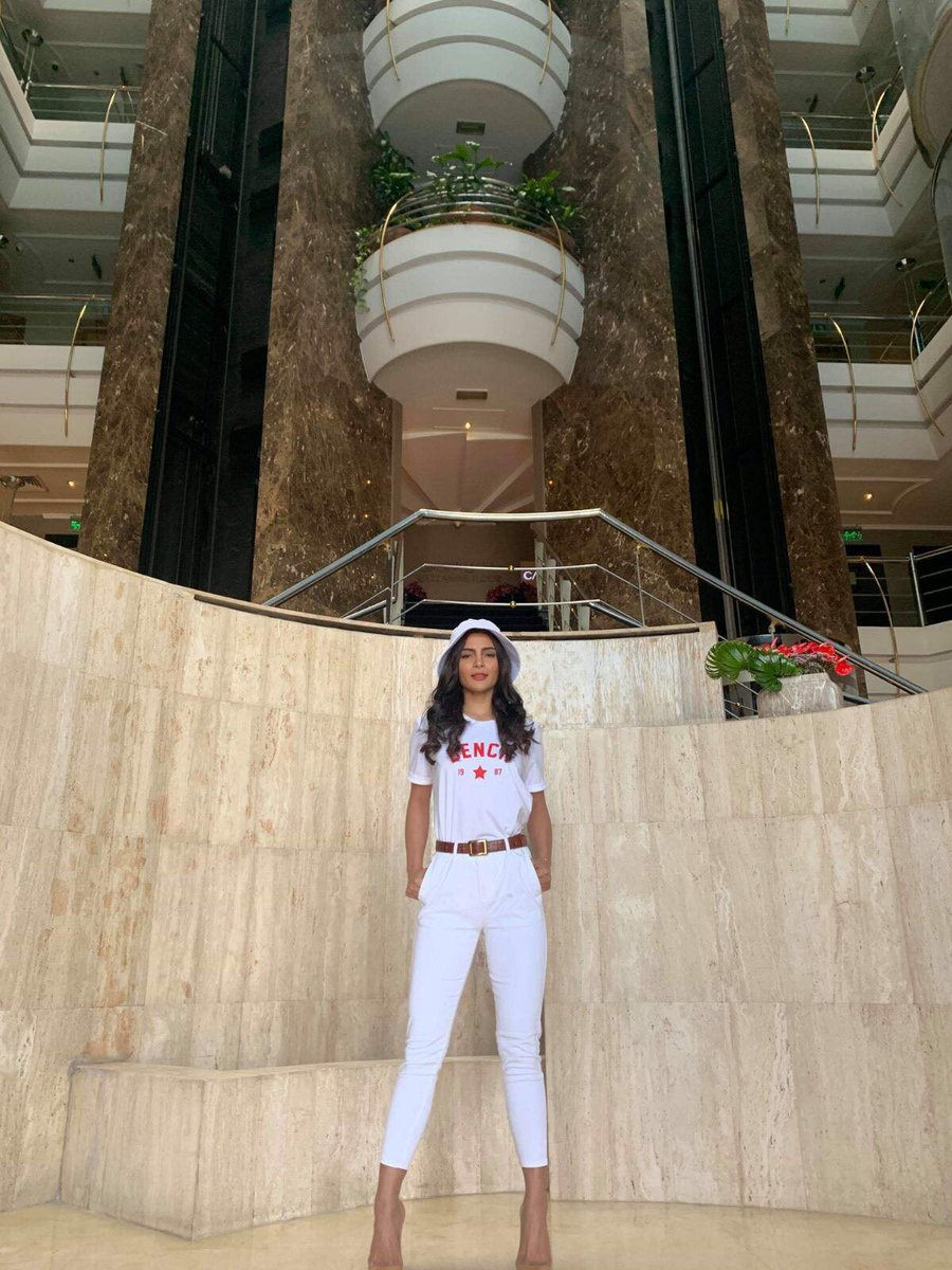 Lovi you so much, Dubai! 🇦🇪 ❤️️ Follow this thread for all the gorg looks @lovipoe copped on her Dubai visit and the warm welcome from our kabayans. SHUKRAN, everyone 🙏 Now to shop ➡ @bench_uae ⬅