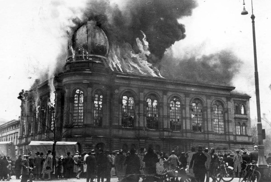 9-10 November 1938 | #Kristallnacht – a pogrom against the Jews throughout Nazi Germany. Almost 100 killed, 30,000 men arrested, over 1,000 synagogues burnt, over 7,000 Jewish businesses destroyed or damaged: