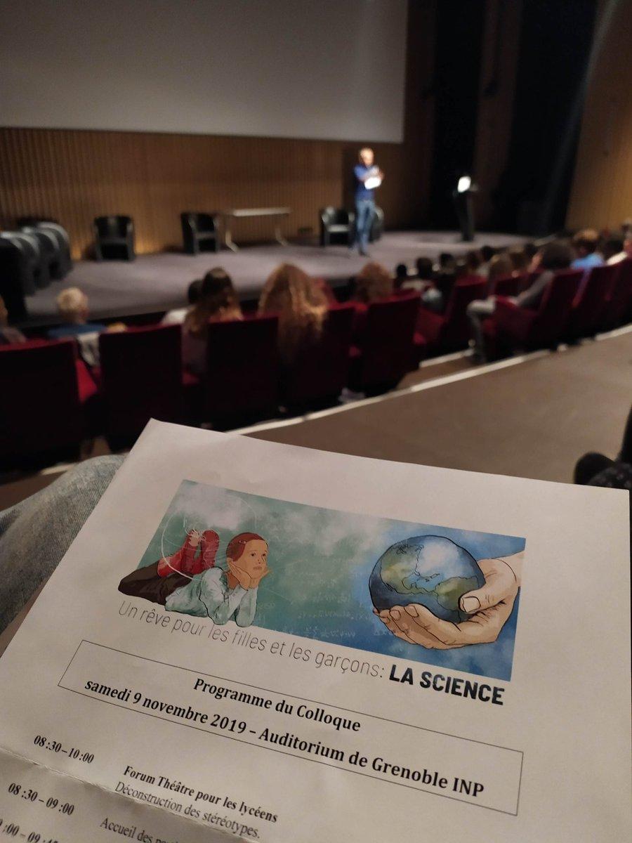 """L'AFNEUS est présente aujourd'hui au colloque """"Un rêve pour les filles et les garçons : LA SCIENCE"""" organisé par @PariteScience @FemmesSciences @UdppcG et @SFP_officiel 38 autour du thème de l'enseignement des sciences. @FES_AFNEUS #FemmesEnSciences                           🔽🔽"""