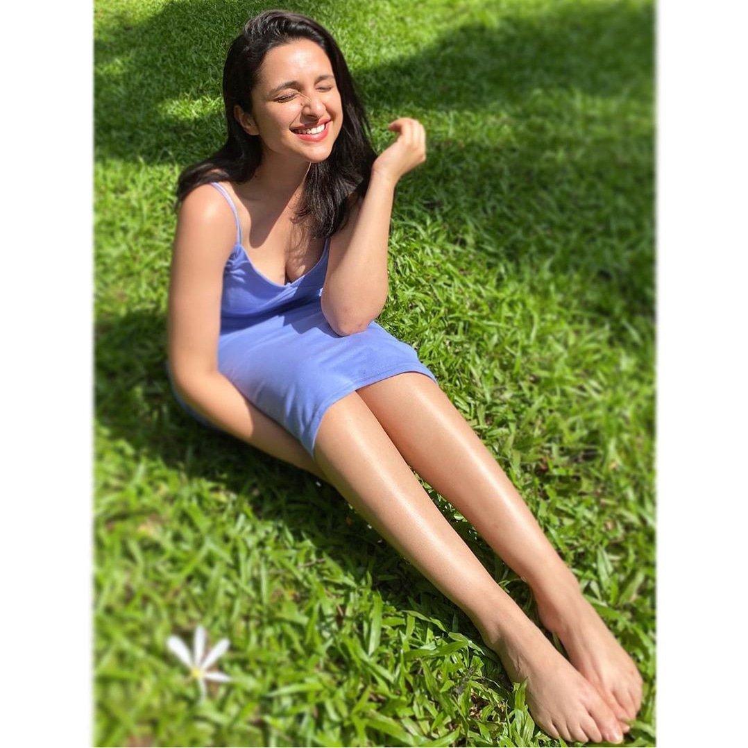 Sunshine girl #parineetichopra  Soaking sun & looking #gorgeous  @ParineetiChopra #fun #loveyourself #parinitichopra pic.twitter.com/68l3h5SOsS