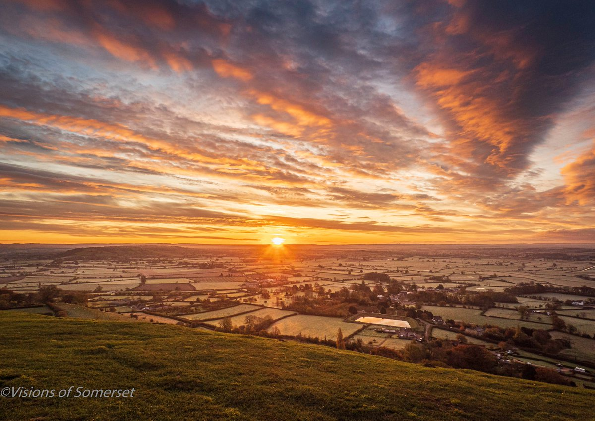 I am not sure this mornings sunrise photo reflects the fact that it was -1°C up on top of Glastonbury Tor, thermals and coffee and I was still cold...Happy Saturday Twitter Friends #SaturdayThoughts #SaturdayMotivation #Glastonbury #Somerset