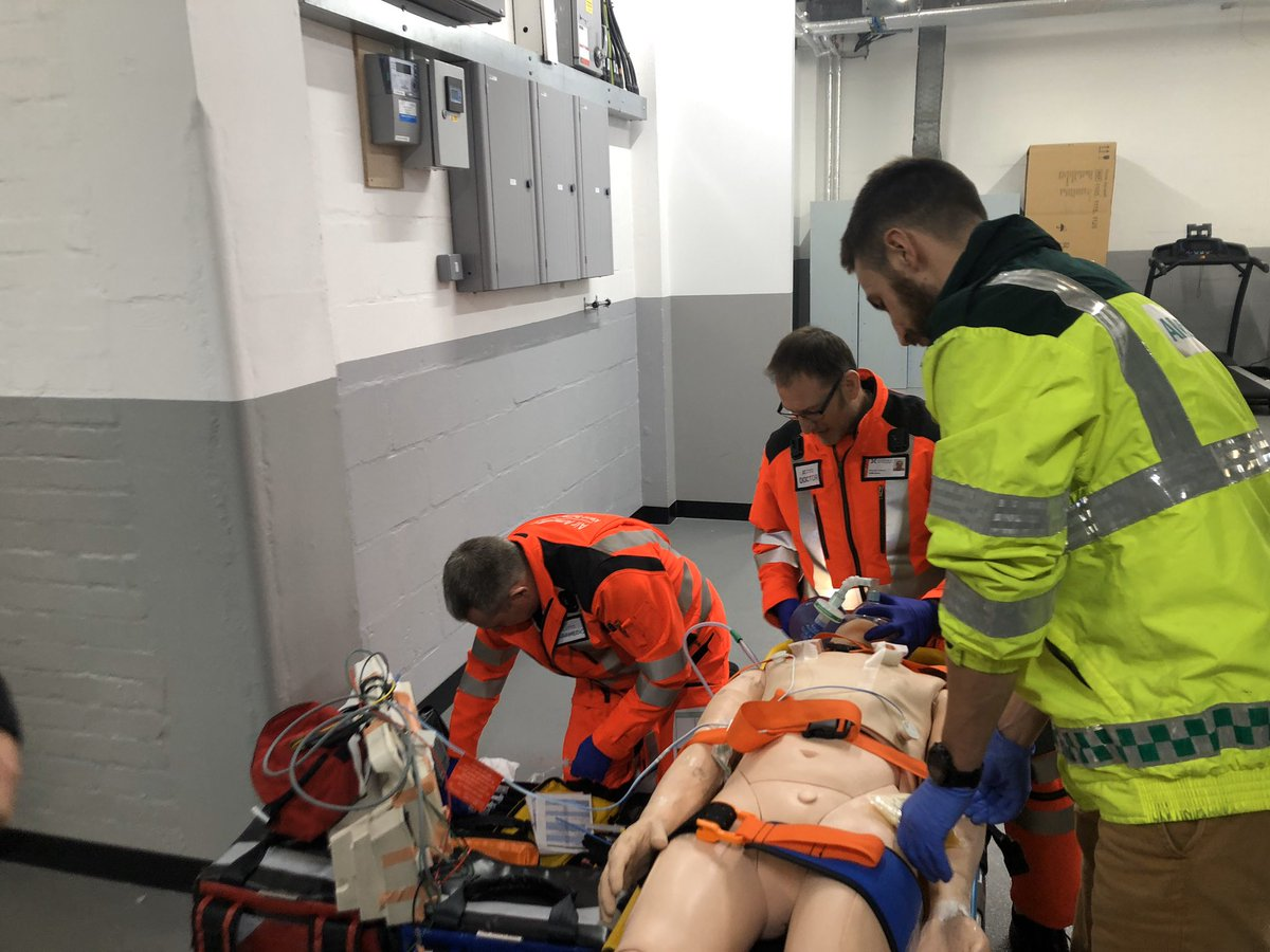 Fab idea at @airambulancekss clinical governance day. Newest docs and paramedics getting to moulage the big bosses-simulation based on real jobs that we found tricky to see how they would have approached it @101dnarg @HEMS_crew @AJonFisher #trainhardfighteasy #tableshaveturned