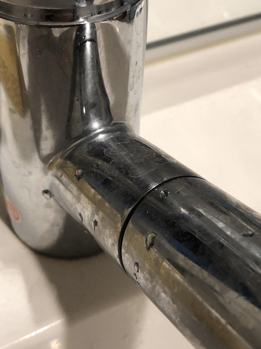 サンスターから販売されている「水回り用輝き洗剤キーラ」を使ったら、写真1枚目から2枚目までたった3分で到達した、キッチンもお風呂もピカピカになって幸せすぎる……