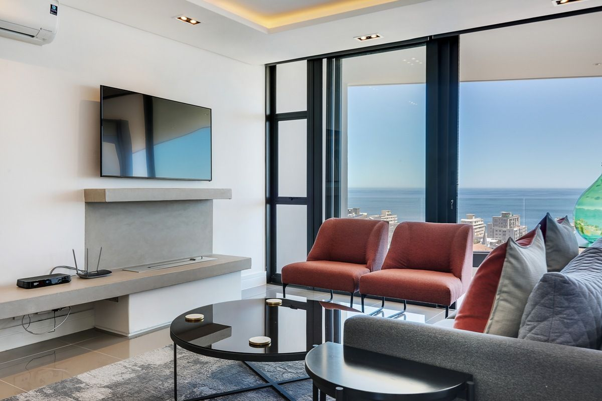 Spending a #Summer #holiday in #CapeTown? This #SeaPoint #apartment has a great rooftop swimming pool to enjoy the city views. https://buff.ly/2TANoQf  #Solis402 #travel #vacation #rental #getaway #luxury #accommodation #staywithnox #beautiful #amazing #style #friends #family