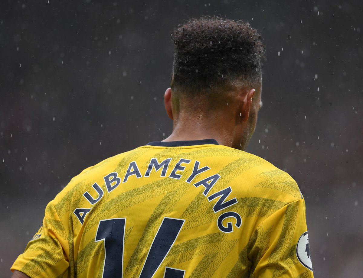 Auba has the ball in the net... but it's ruled offsideThe linesman flagged that Aubameyang was offside - and the replays confirm that the initial decision was correct🦊 0-0 🟡 (55)#LEIARS