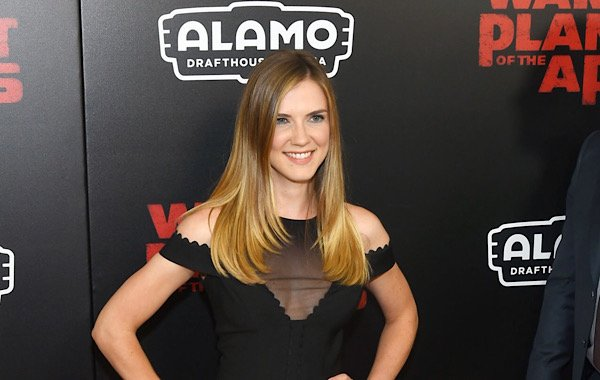 Sara Canning is a talented, beautiful actress who has been seen in everything fromA Series of Unfortunate Events to The Vampire Diaries, always giving impressive performances.  #Amishabduction #interviews #lifetime #movies #Saracanning https://tvgrapevine.com/2019/11/celebrity-spotlight-sara-canning/…pic.twitter.com/KdPhlwxDhR