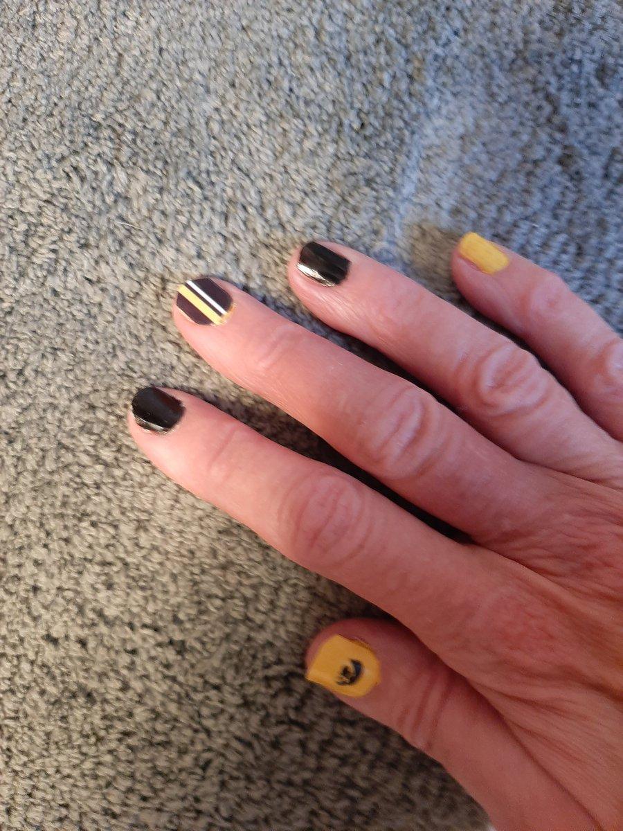 #HawkeyeFootball nails.  #GoHawks