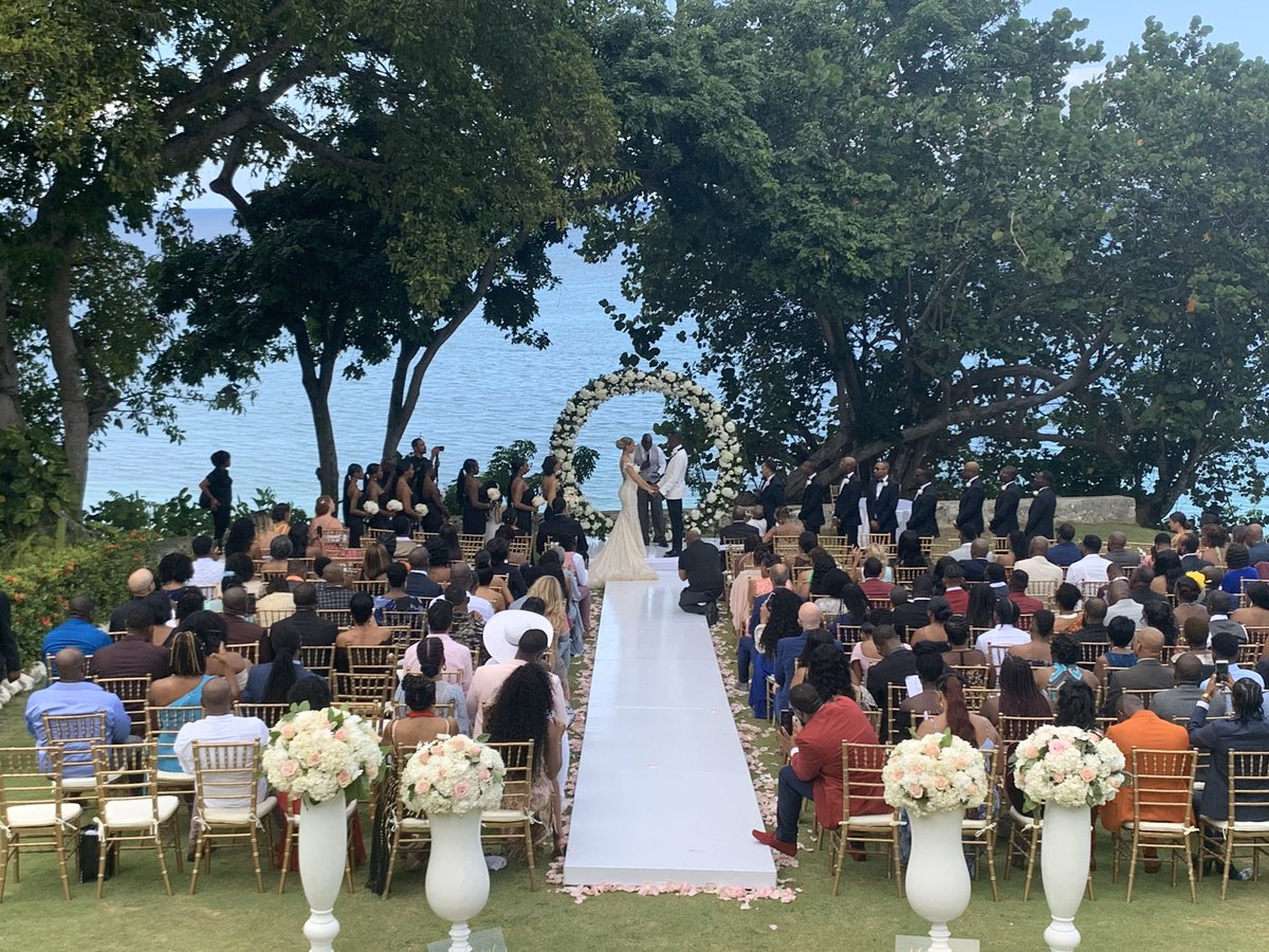Another One #WeddingDJ #DestinationWedding #WeddingInJamaica #WhoIsHere #AlwaysGiveThanks <br>http://pic.twitter.com/LAtyU84BTW