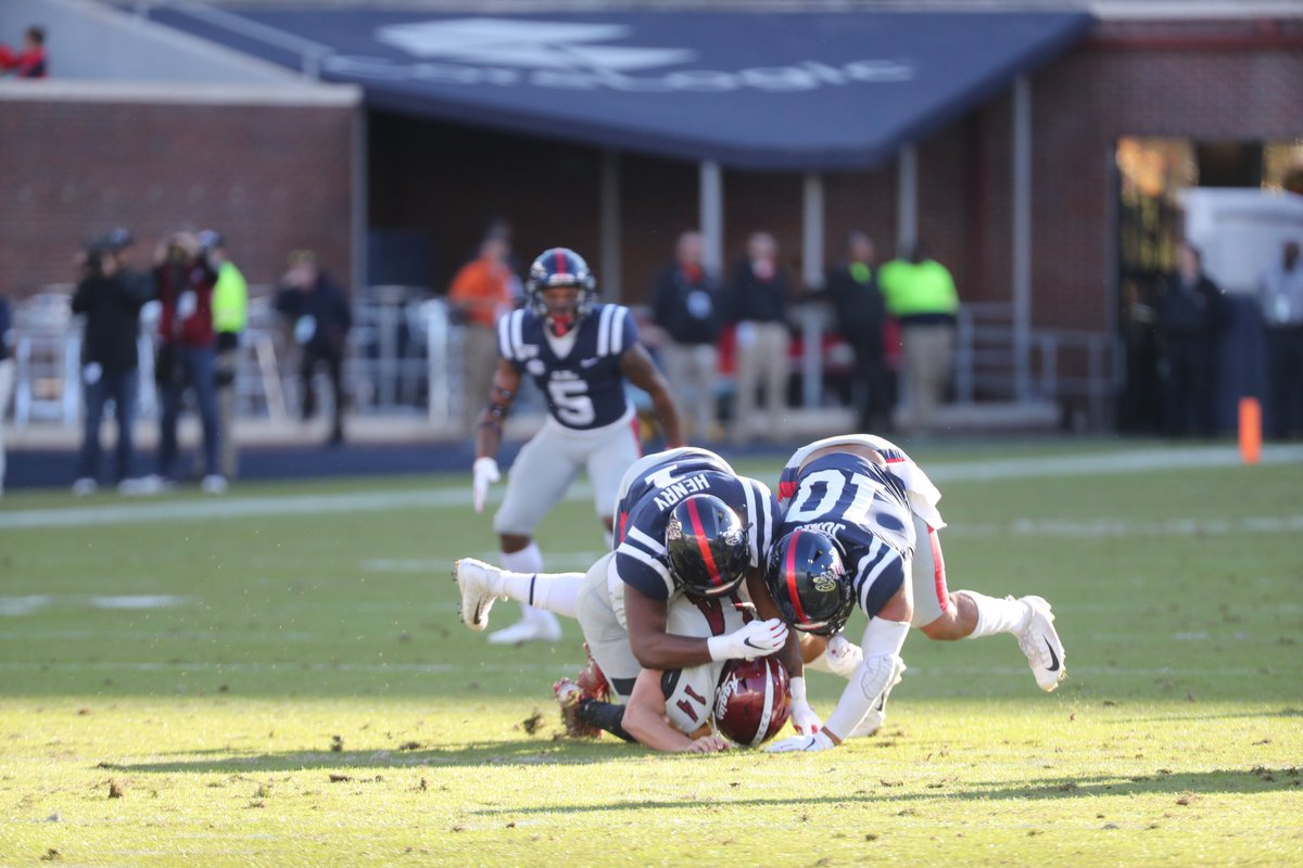Q1, 8:58 | The Landshark defense holds in its own territory and the 🏈 will go back to the Rebel offense. 🦈 Ole Miss 3, NMSU 0