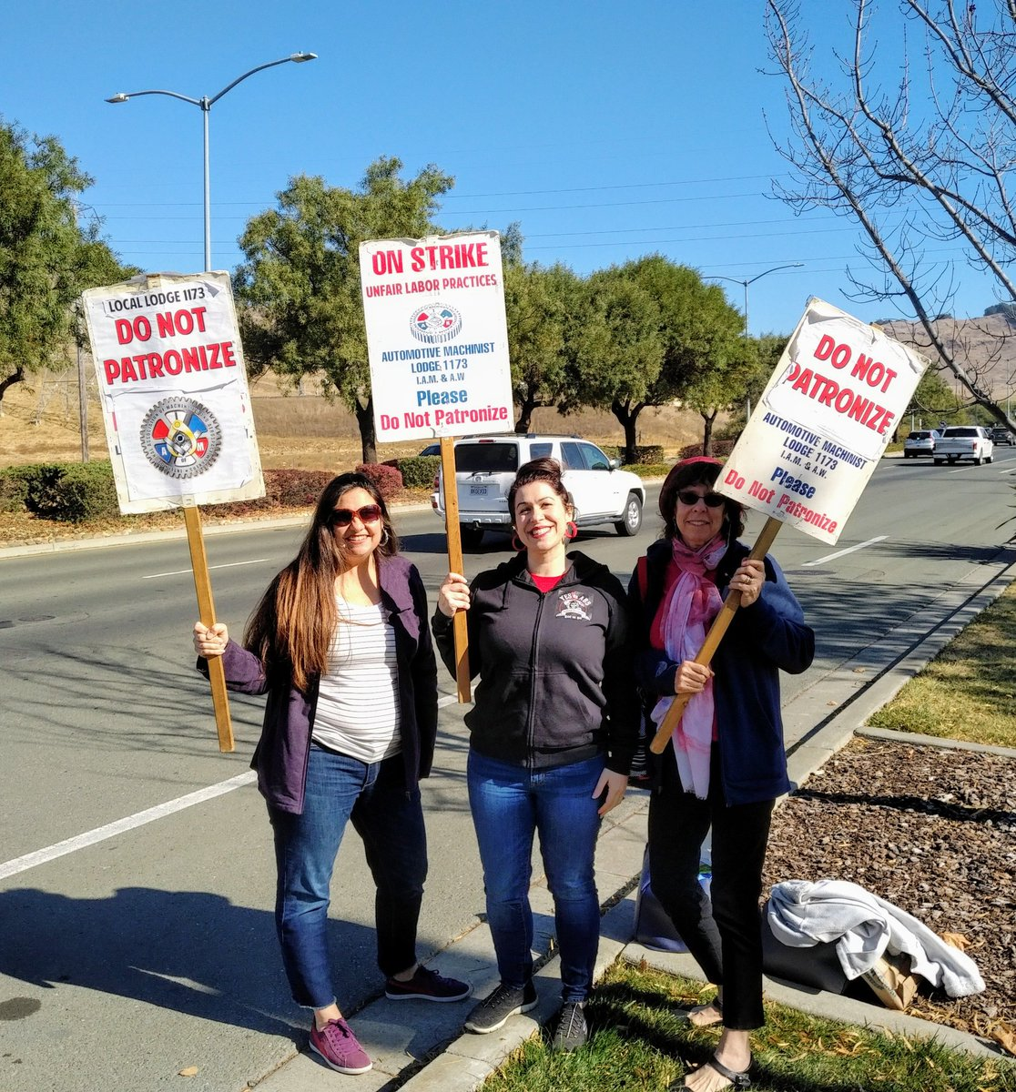 Spend your Saturday with your sisters on the picket line telling @ToyotaVallejoCA to give @IAM mechanics a fair contract!  @calaborguild #UnionStrong <br>http://pic.twitter.com/AYAL1dYPyq