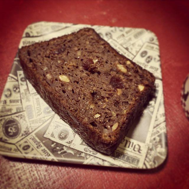 朝食。  朝からお菓子(ケーキ)じゃない、これはパン(ブレッド)なんだからね!ってことなのかな(それは違うと思うな)  #homemade #sweets #bananabread #bananacake #chocolatecake #chocolateforbreakfast #chocolateholic https://t.co/PkAwrOd5gQ https://t.co/uGU3w3Yc2v
