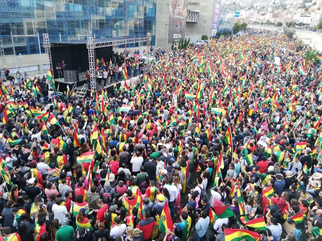"#Bolivia  BREAKING: massive turnout today in the capital #LaPaz as thousands of Bolivians reject election fraud and the ""re-election"" of Evo #Morales. #EleccionesBolivia <br>http://pic.twitter.com/6NVz5OuilM"