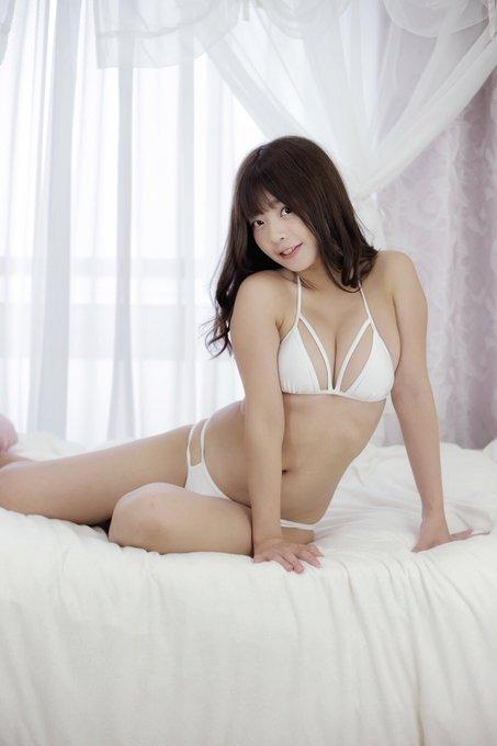 グラビアアイドル柚月彩那のTwitter自撮りエロ画像30