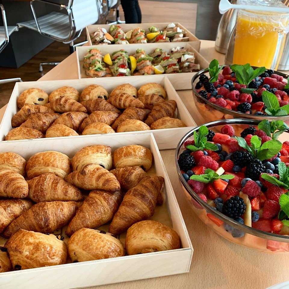 Stay calm, cool and collected all week long with delicious and refreshing options such as our platters with Mini Croissants, Sandwiches or Fresh Fruit Salad. 🥐🍓🥑 #LinkinBio #LePainQuotidienCatering #CateringAmsterdam #CateringService #LePainQuotidienNL https://t.co/j9feywo8eS