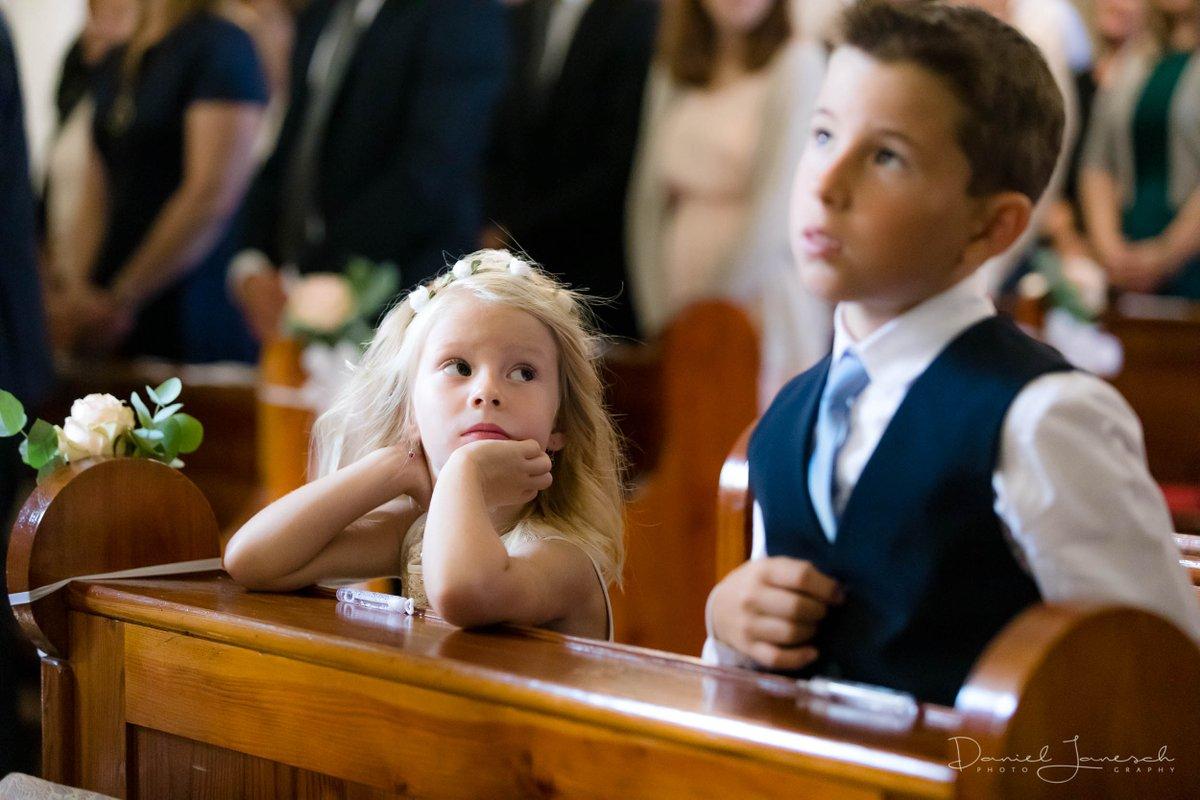 #hochzeit tini & silvio Canon EOS 5D Mark IV, Canon EF 70-200mm 1:2,8L IS II USM, 100mm, ƒ/2.8, 1/320s, ISO 4000 #wedding #anhimmeln #adore #aufschauen #lookup #großerbruder #grosserbruder #bigbrother #kleineschwester #littlesister #vorbild #rolemodel #kirche #church #endlessfacepic.twitter.com/1q6OF4ApDr