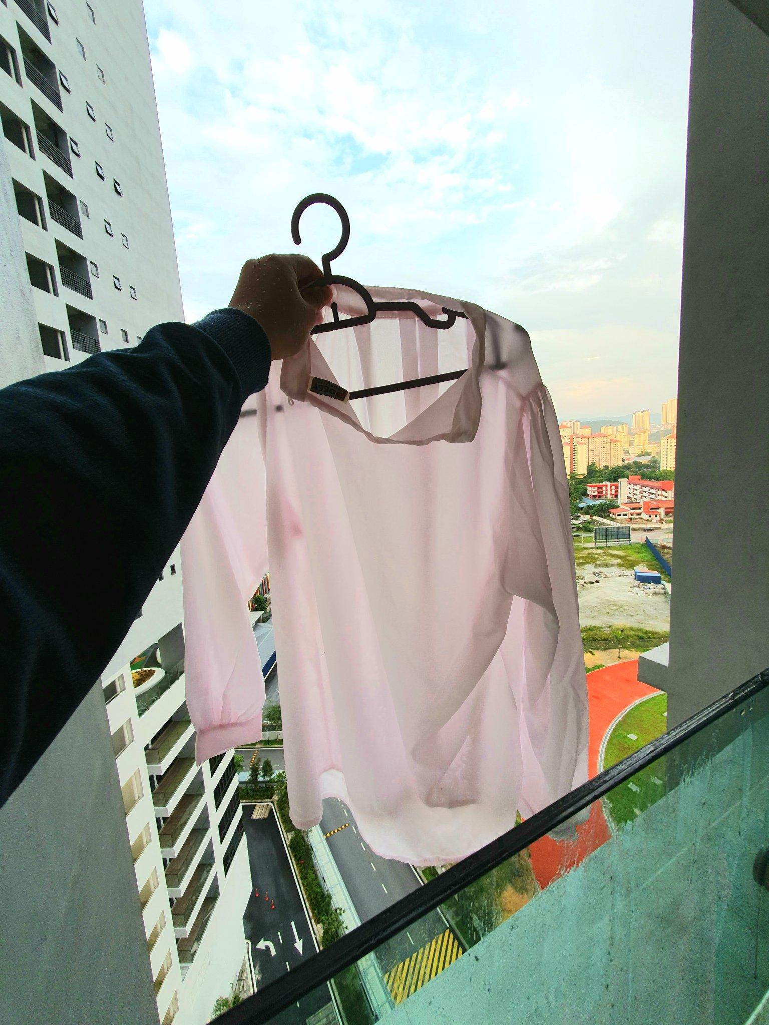 baju putih yang kelunturan