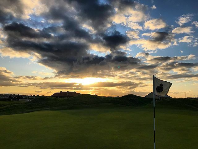 Good evening from Royal Portrush! ⛳️ #Golf #Ireland #Royal #GolfInstagram #Autumn #Chilly #GolfCourse #instagolf #golfstagram⛳️ #lovegolf #golfpictures #portrush #loveportrush #golf #golfwithaview #sunset #sunsetgolf ift.tt/344Bzaa
