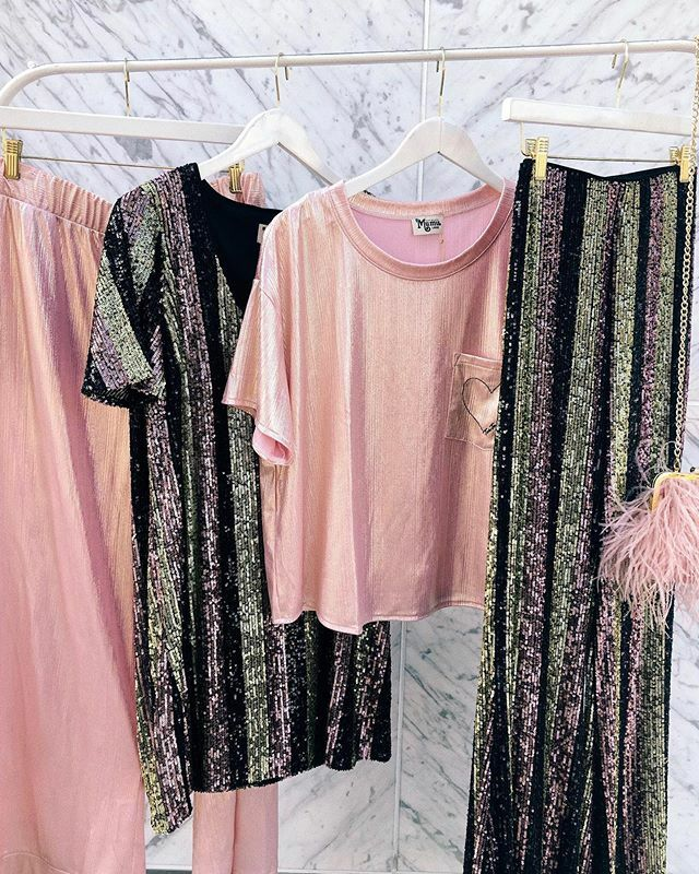 Glitz and glam! Our #toofacedxmumu collab is here just in time for party SZN! 💖✨@toofaced @showmeyourmumu https://ift.tt/2Wopv0D