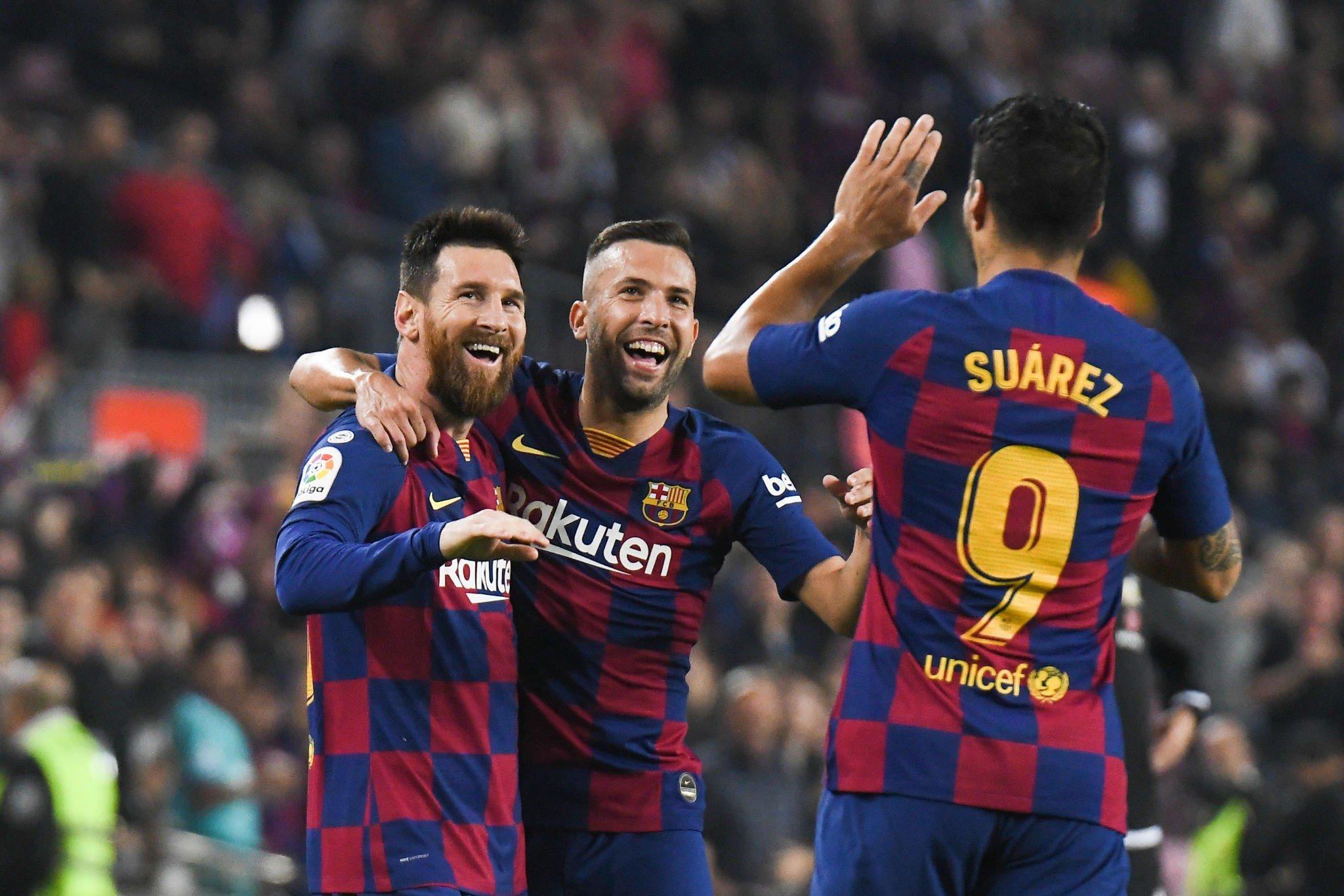 ميسي يقود برشلونة إلى اكتساح بلد الوليد بخماسية ويعزز من موقعه في الصدارة