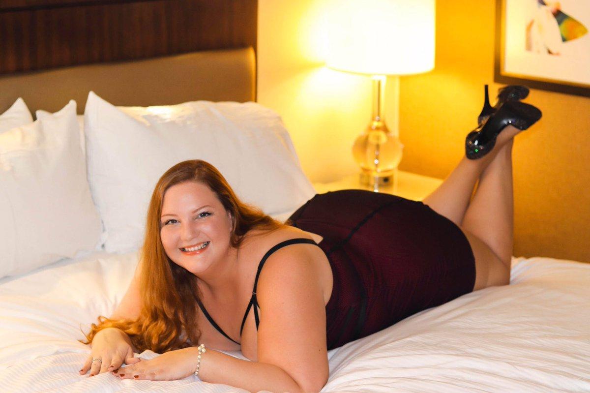 @GwenAdora Thanks, Gwen! Atlanta's rubenesque redhead here! Linktr.ee/StinaValentine