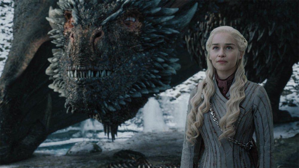 Yeni #GameofThrones dizisi geliyor. Dizinin geçtiğimiz aylarda biten Game of Thrones dizisinden 300 yıl önce geçeceği ve #Targeryan hanedanını anlatacağı belirtilirken dizinin isminin #HouseoftheDragon olacağı açıklandı. https://t.co/6m6miiUUG8