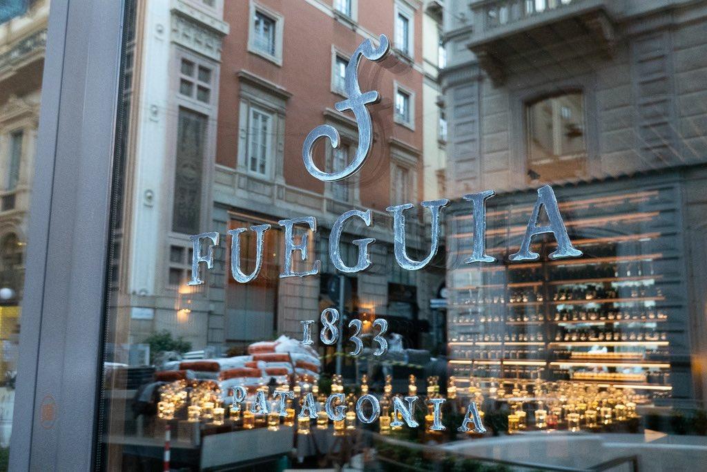 フエギア1833ミラノ店の看板 ジュリアン自身がエージング加工をしています。