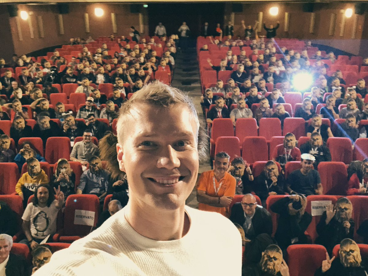 Great crowd at #LuccaCG19 At one point during the Q&A I seriously felt like I was talking to a crowd of wookiees. Rawwrrgh! Not bad at all 👍👍 @DisneyStudiosIT #starwars