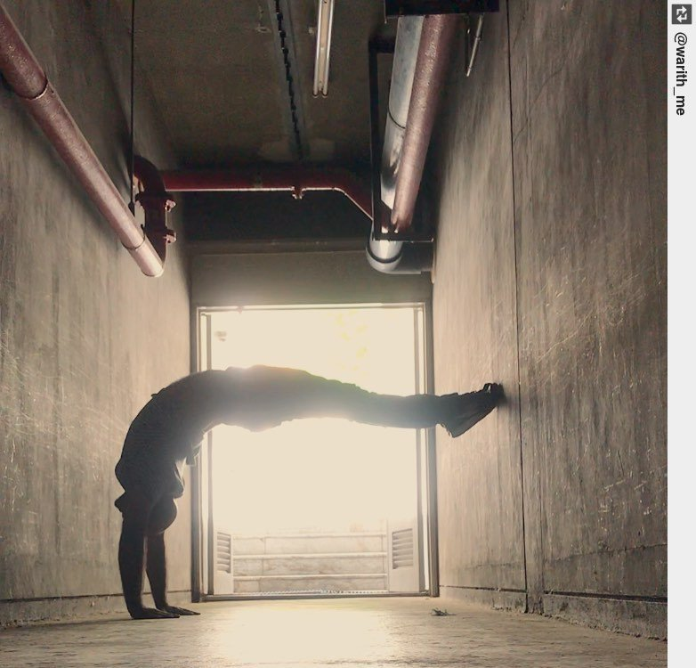 """""""Only My SHADOW knows"""".  . . . . . . . . . . . #hollowbackhandstand #hollowback #beagoddess #yoga #yogapose #asanapic.twitter.com/VdY8BtRVtN"""