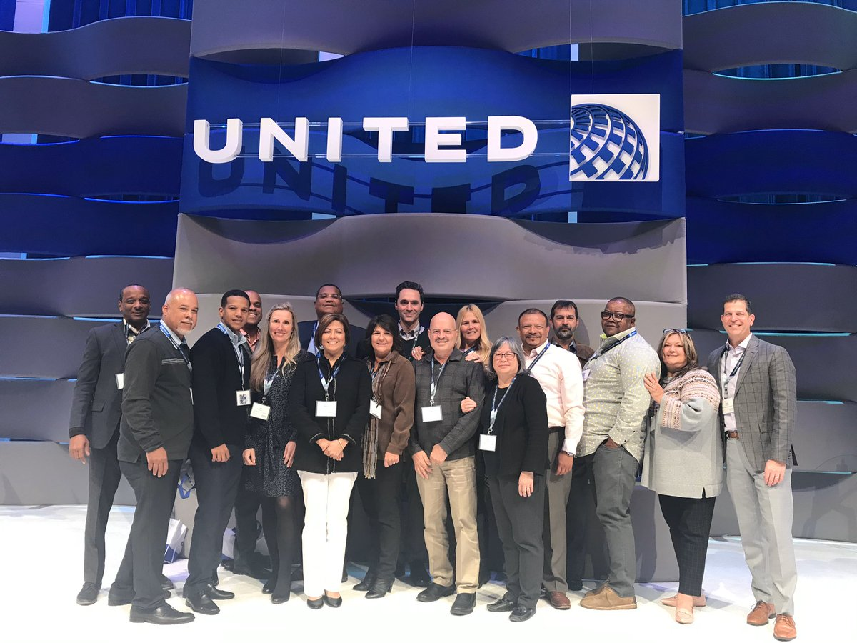 What do these folks have in common? An unrelenting passion for providing world class and #caring service to United's customers in Canada and the Caribbean. So fun recharging with them at backstage in Chicago!! @weareunited @JMRoitman @Angel61532415 @Yshuga