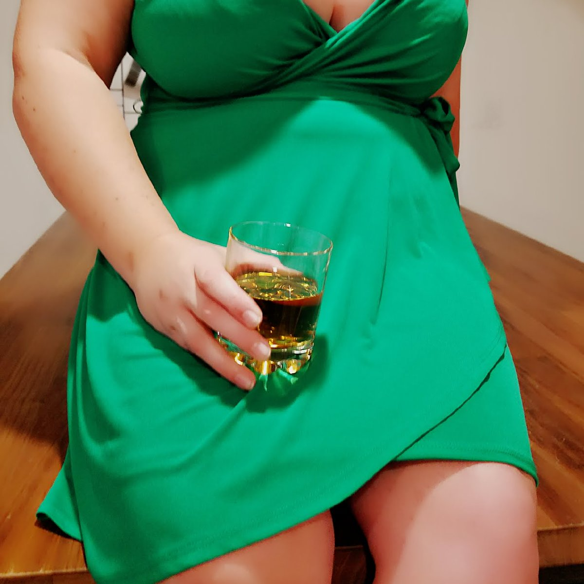 Have I mentioned how much I love dinner dates? So much fun and dessert is even better. Available to come to you in WNC, Charlotte, & Upstate SC Prebooking now. Please RT Booking: leigha704.ch Richmond 11/7 - 11/9* Raleigh 11/9 - 11/11 Charlotte 11/22 - 11/23*